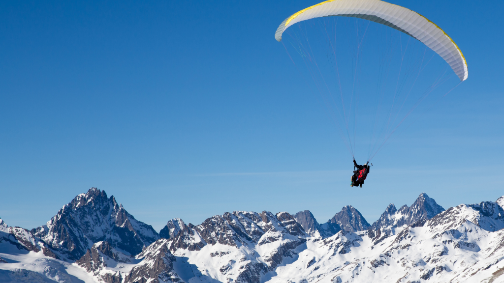 Paragliding in Hopar Valley Gilgit Hunza Nagar Valley - Rozefstourism.com