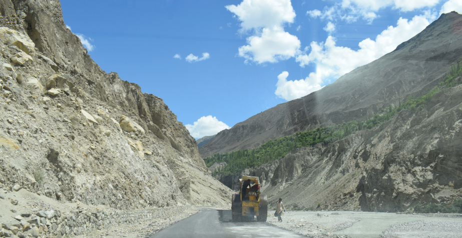 Road to Hoper Valley under construction on Nagar Khas - Rozefstourism.com