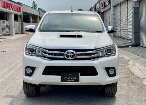 Front view of white hilux 4x4 car available for rent in islamabad and gilgit hunza